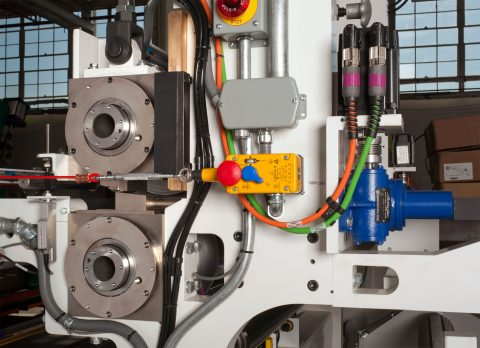 Between the Roll Coater with Closed Loop Gap Control